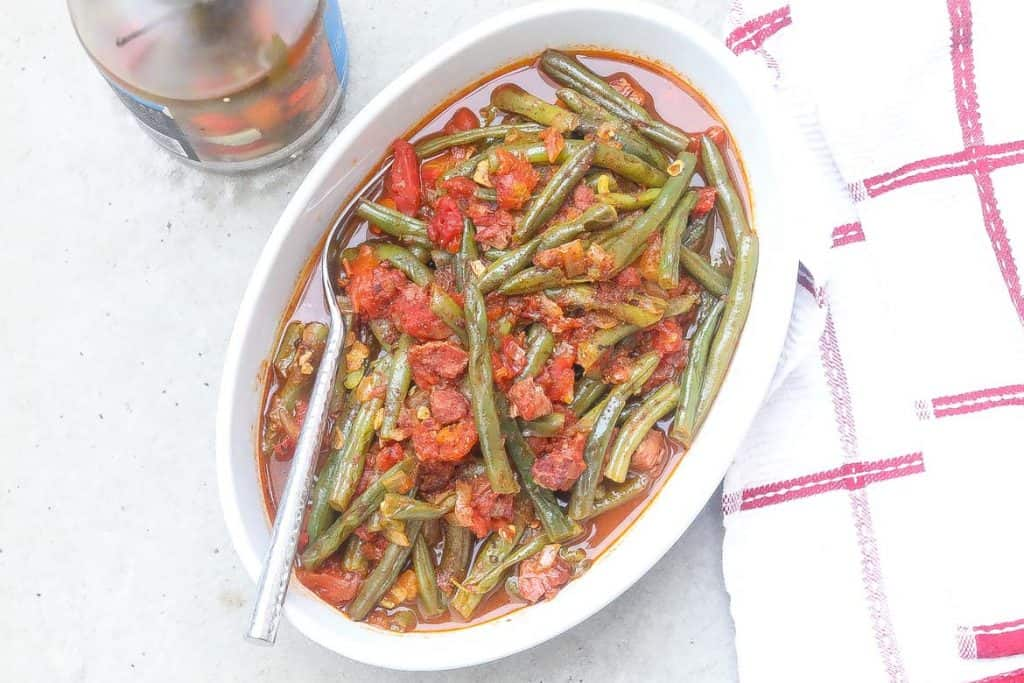 sauteed grean beans in white bowl