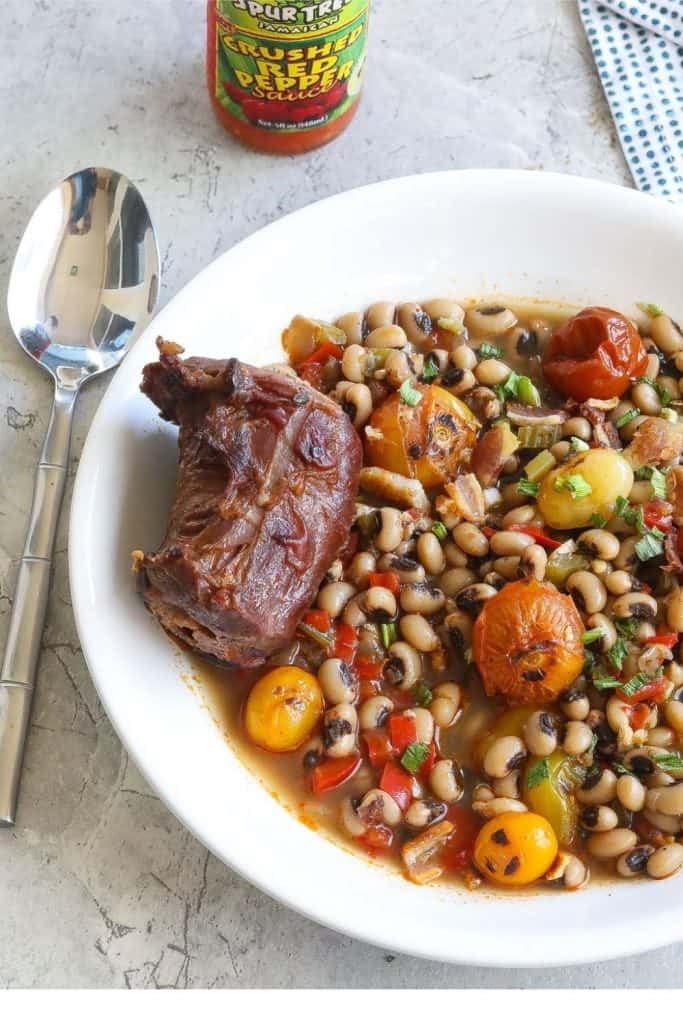 blackeyed peas in a broth with tomatoes and turkey necks
